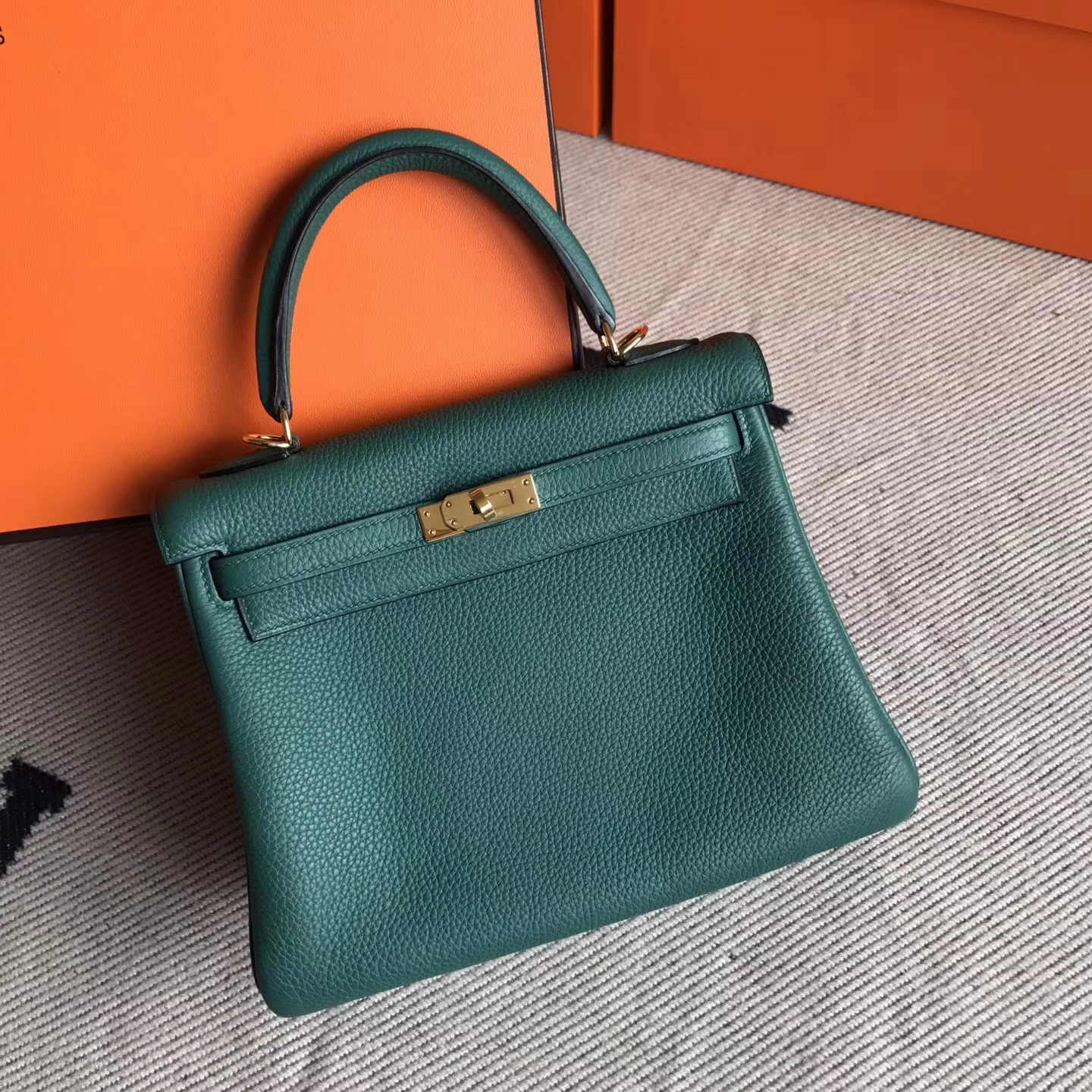 85aaad6a2779 Brand  Hermes  Style  Retourne Kelly Bag  Material  Togo Calfskin Leather   Color  Z6 Malachite Green  Size 25cm  Hardware  Gold  Accessories  Padlock  and ...