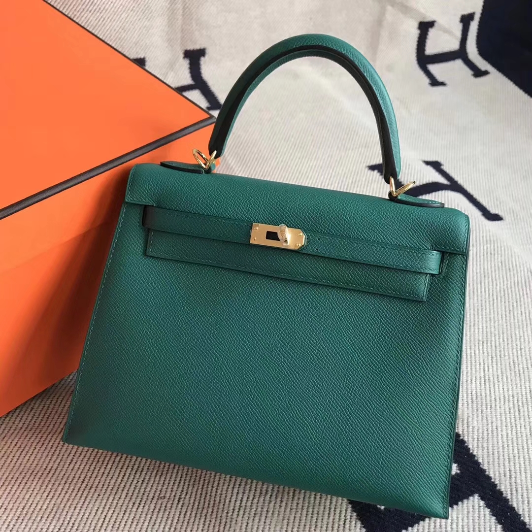 624127ac495b Brand  Hermes  Style  Sellier Kelly Bag  Material  Epsom Calfskin Leather   Color Z6 Malachite Green Size 25cm  Hardware Gold  Accessories  Padlock and  Keys