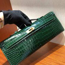 Elegant Hermes Shiny Crocodile Leather Kelly Cut Clutch Bag in CK67 Vert Fonce