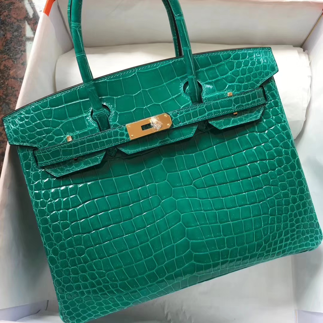 4b3ab4af72ba Brand  Hermes  Style  Birkin Bag  Material  Porosus Shiny Crocodile Leather  Color 6Q Emerald Green  Size 30cm  Hardware Gold Accessories  Padlock fand  Keys