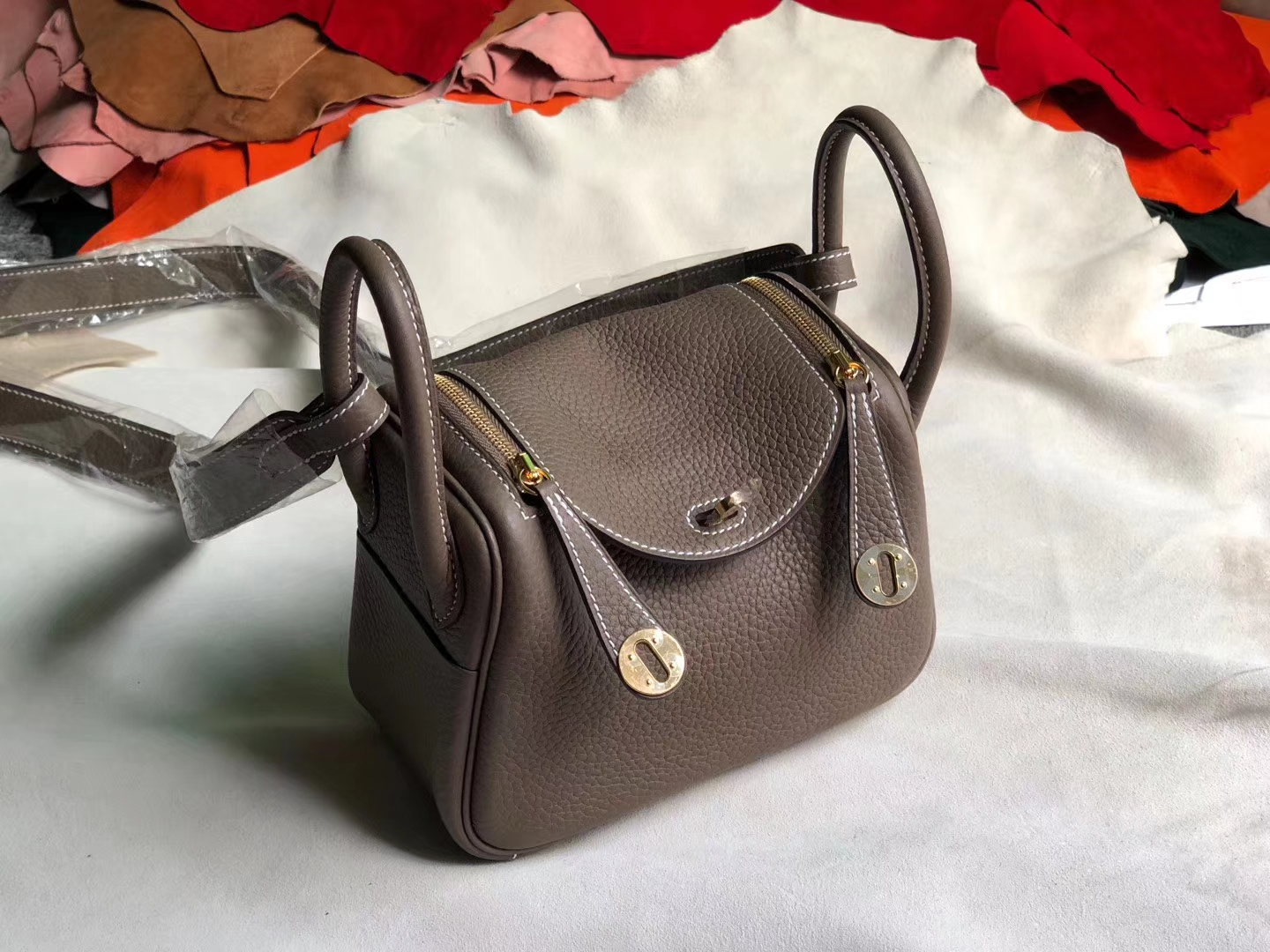 Hermes CK18 Gris Etoupe TC Calf Mini Lindy Bag19CM Gold Hardware